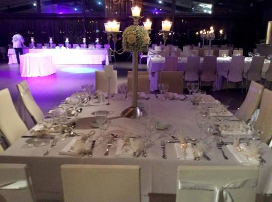 Στολισμένα τραπέζια στο anais
