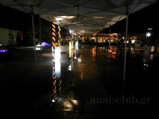 Διάδρομος με τέντες για τη βροχή